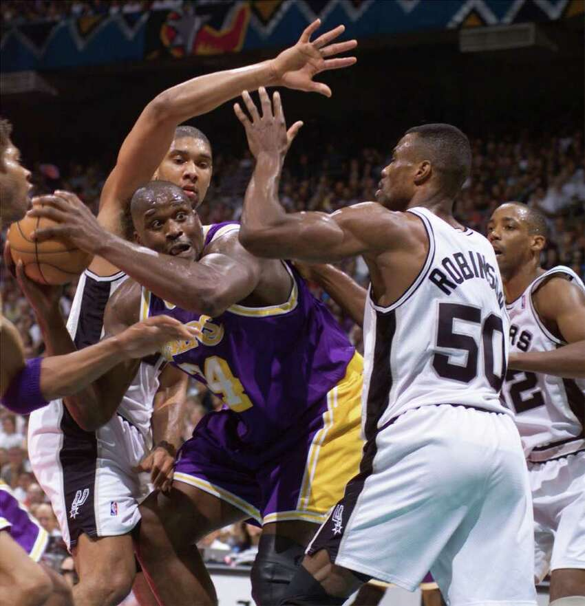 Shaquille O'Neal is surrounded by spurs David Robinson and Tim Duncan.(WILLIAM LUTHER STAFF)