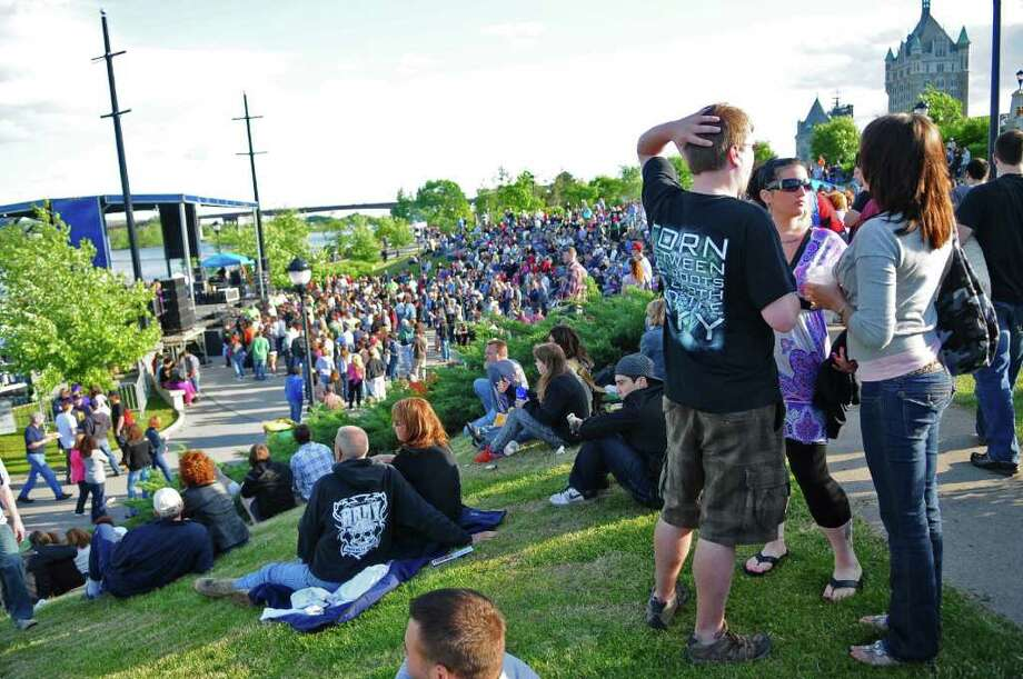 Concertgoers wait for the start of the Vertical Horizon show during Alive at Five on Thursday evening June 2, 2011 in Albany, NY.   ( Philip Kamrass / Times Union) Photo: Philip Kamrass