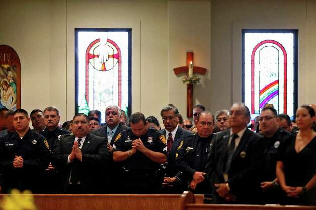 Mourners pray during the funeral for Bexar County Sheriff Deputy Sgt. Kenneth Gary Vann at St. Joseph Catholic Church at Honey Creek in Spring Branch on Friday, June 3, 2011. LISA KRANTZ/lkrantz@express-news.net Photo: LISA KRANTZ, Express-News / SAN ANTONIO EXPRESS-NEWS