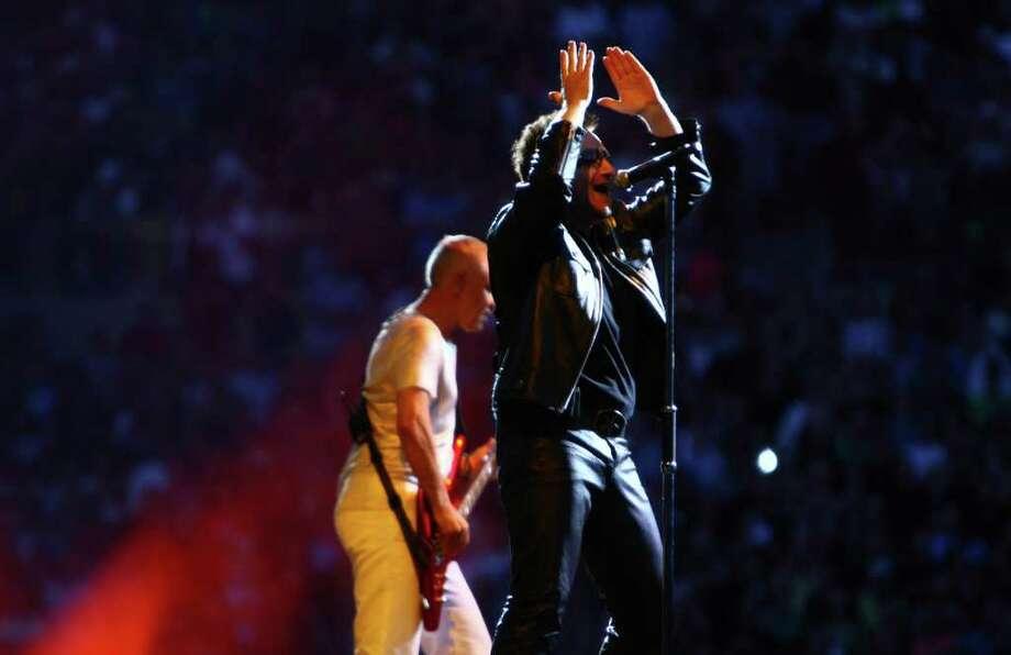 Bono performs. Photo: JOSHUA TRUJILLO / SEATTLEPI.COM
