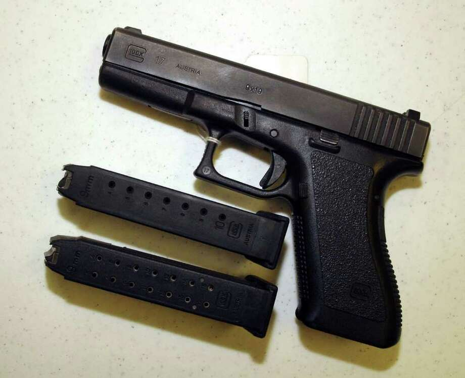 A Glock 9mm pistol. Photo: Mario Villafuerte, Getty Images / 2004 Getty Images
