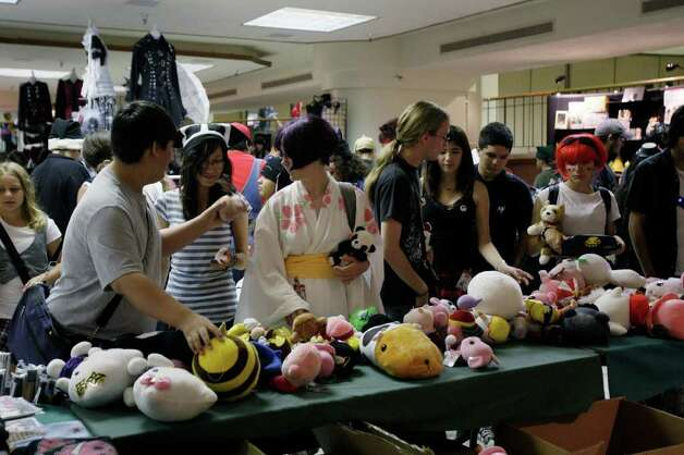 San Japan 2.x attendees look over various dolls at the Municipal Auditorium, Sunday, August 16, 2009.   JERRY LARA/glara@express-news.net Photo: JERRY LARA, San Antonio Express-News / glara@express-news.net