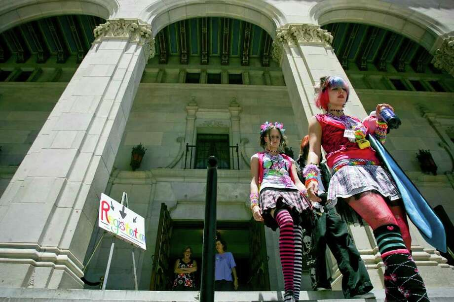 METRO - Kortni Ward and Samantha Warner leave Municipal Auditorium after registering for San Japan Friday, August 8, 2008. The three-day event is expected to draw 3000 fans of Japanese culture and Anime. BAHRAM MARK SOBHANI/msobhani@express-news.net Photo: BAHRAM MARK SOBHANI, SAN ANTONIO EXPRESS NEWS / SAN ANTONIO EXPRESS NEWS