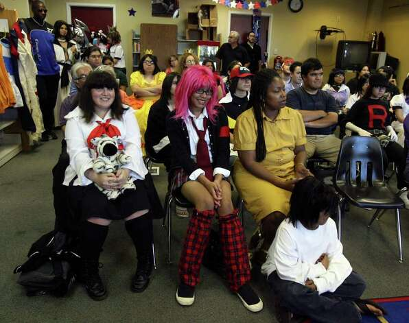 A meeting of the Alamo Cosplay Group convenes at the Forest Hills Library on Wednesday June 24, 2009. The group shares enthusiasm for the Japanese style of cartoons and story telling known as Anime and Manga. JOHN DAVENPORT/jdavenport@express-news.net Photo: JOHN DAVENPORT, SAN ANTONIO EXPRESS-NEWS / jdavenport@express-news.net