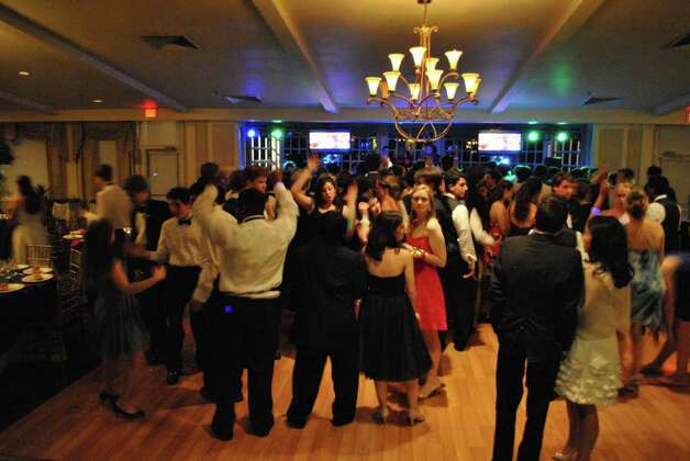 Green Farms Academy held their prom at Longshore Club in Westport on June 6, 2011. Photo: Lauren Stevens/Hearst Connecticut Media Group