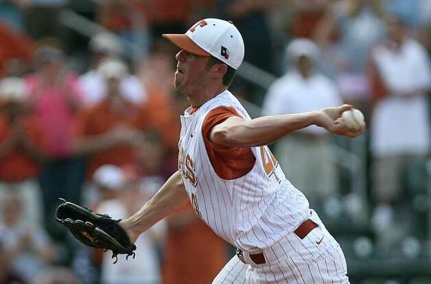Texas closing pitcher Austin Wood pitches against Texas A&M during the final game of the Lonestar Classic series in Austin on May 10, 2009. Texas won 5-4.  Benjamin Sklar/San Antonio Express-News Photo: Benjamin Sklar, Longhorns / Benjamin Sklar