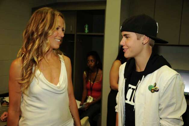 NASHVILLE, TN - JUNE 08:  Musicians Sheryl Crow and Justin Bieber attend the 2011 CMT Music Awards at the Bridgestone Arena on June 8, 2011 in Nashville, Tennessee. Photo: Rick Diamond, Getty Images For CMT / 2011 Getty Images