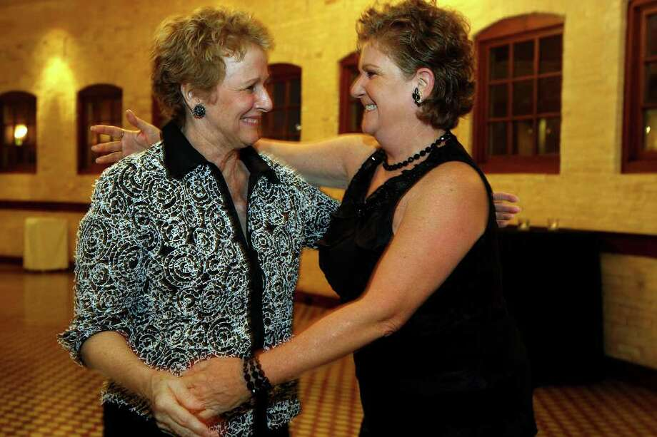 "METRO -- ""Elf"" Louise Locker, left, is greeted by Cindy Taylor, president of the South San Antonio Chamber of Commerce, as she arrives at the Pearl Stables, Wednesday, Oct. 20, 2010. Locker was one of five honored by the Chamber at the fourth annual Legends Gala Dinner.  JERRY LARA/glara@express-news.net Photo: JERRY LARA, SAN ANTONIO EXPRESS-NEWS / glara@express-news.net"