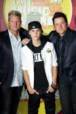 Gary LeVox, left, Justin Bieber, and Joe Don Rooney. / FR170266 AP