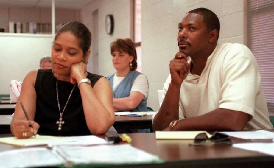 METRO/ADVANCE -- Former Spurs player Mike Mitchell listens during a class at St. Mary's University Friday afternoon Octobr 1, 1999. Mitchell has returned to San Antonio from Italy and is studying to be a Chemical Dependency Counselor. Mitchell's wife, Diana, at left, is studying with him. They hope to open a not-for profit treatment enter for youth Photo: WILLIAM LUTHER, EN / EN