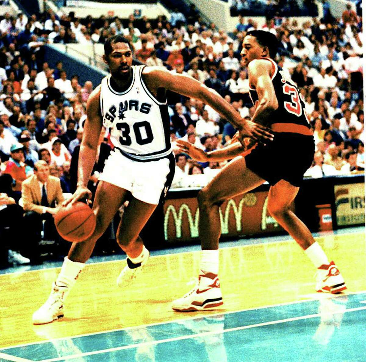 Spurs Mike Mitchell plays against Portland in the 1990 NBA playoffs in San Antonio. SAN ANTONIO EXPRESS-NEWS FILE PHOTO