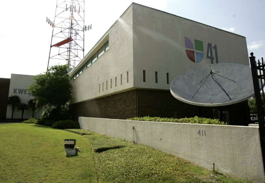 A decades-old survey mistake and a teeny tiny sliver of land are holding up a sale of the 4.3-acre site of the Univision television station on Durango   Boulevard downtown. Photo: OMAR PEREZ, SAN ANTONIO EXPRESS-NEWS / operez@express-news.net