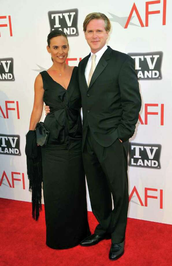 Lisa Marie Kurbikoff (L) and actor Cary Elwes arrives. Photo: Alberto E. Rodriguez, Getty Images / 2011 Getty Images