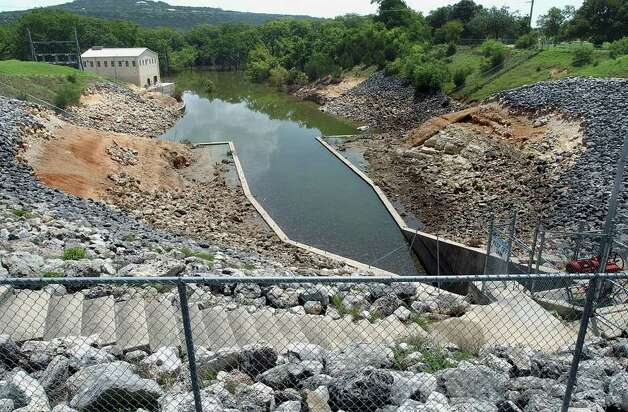 METRO   A badly eroded flood gate area at Canyon Dam will require extensive repair after  spillway waters crept up on the area.  Spillway waters backed up to the release area submerging the facility for the first time.  Photo by Tom Reel/Staff   July 12, 2002. Photo: TOM REEL , SAN ANTONIO EXPRESS-NEWS / SAN ANTONIO EXPRESS-NEWS