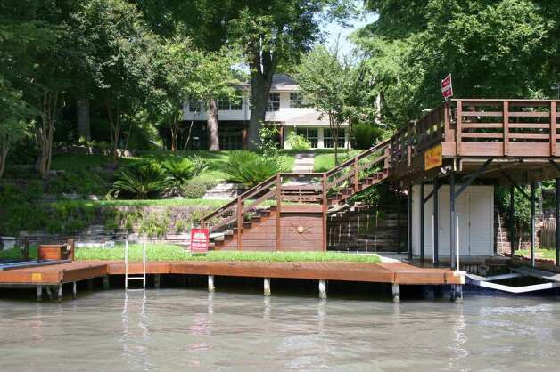 This lake house on the main waterfront of Lake McQueeney has mature pecan ...