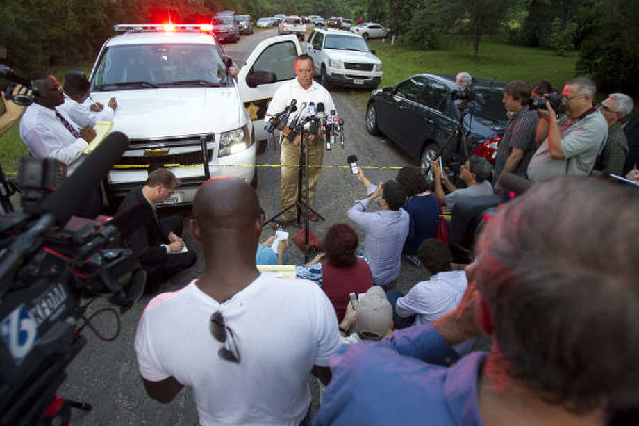 Liberty County sheriff's Capt. Rex Evans tells local and national media that no bodies were found Tuesday. Photo: Nick De La Torre