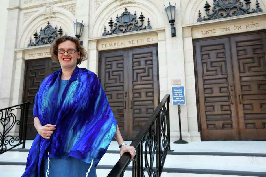 Rabbi Rachel Barenblat poses for a portrait outside Temple Beth-El. Barenblat is known for infusing her own poetry into her ministry. Photo: ANDREW BUCKLEY/abuckley@express-news.net / SAN ANTONIO EXPRESS-NEWS