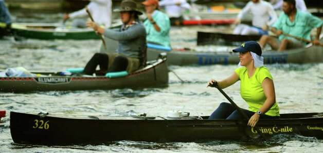 Courtney Weber, who will turn 21 during the Texas Water Safari run, paddles at the start at Aquarena Springs in San Marcos on Saturday, June 11, 2011. Photo: Billy Calzada/Express-News / gcalzada@express-news.net