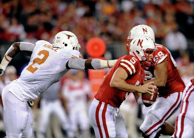 Texas linebacker Sergio Kindle chases Nebraska quarterback Zac Lee during first-half action in the Big 12 championship game at Cowboys Stadium on Saturday, Dec. 5, 2009. BILLY CALZADA / gcalzada@express-news.net / gcalzada@express-news.net