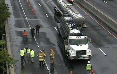 Tanker truck comes unhitched in Stamford, shutting down I-95