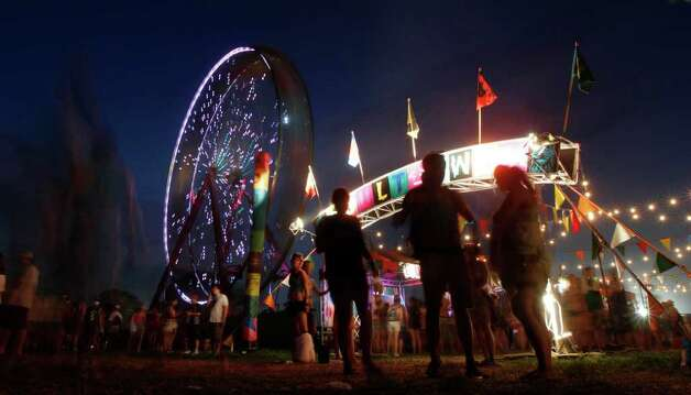 Music lovers gather near the arcade during the Bonnaroo Music Festival in Manchester, Tenn., Friday, June 10, 2011. Photo: AP