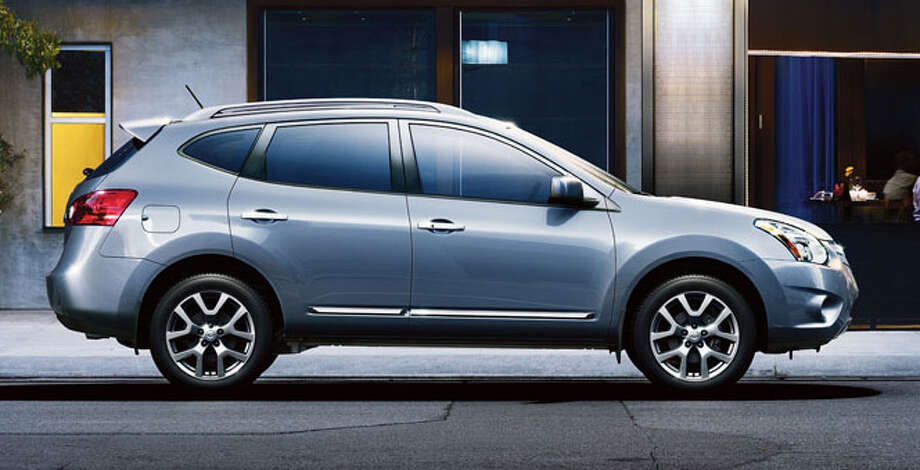 A new version of the Rogue small crossover will debut in the fall. Nissan is releasing details in mid-September. Photo: Nissan, Promotional Photo / Nissan
