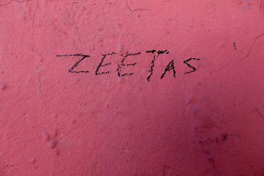METRO -- A tagger misspells the name of the Zetas on a wall in Nuevo Laredo, Wednesday, Dec. 1, 2010. The group was started by former military personnel they have wrestle for control of the Nuevo Laredo drug trade route with the Gulf Cartel.  JERRY LARA/glara@express-news.net Photo: JERRY LARA, San Antonio Express-News / glara@express-news.net