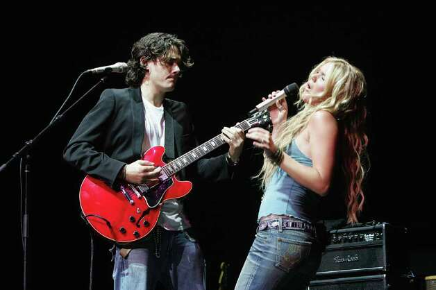 "NEW YORK - SEPTEMBER 20:  Singers John Mayer and Joss Stone perform on stage at the ""From the Big Apple to the Big Easy"" New York City's Benefit Concert for the Gulf Coast at Radio City Music Hall September 20, 2005 in New York City. Photo: Scott Gries, Getty Images / 2005 Getty Images"