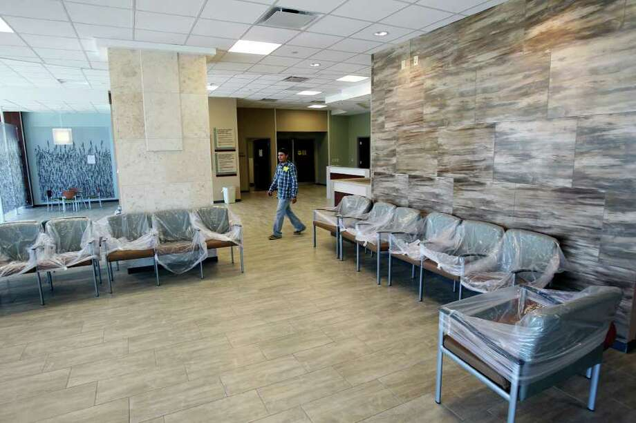 The lobby of the new Mission Trail Baptist Hospital, which will serve the Southeast Side. Photo: TOM REEL, SAN ANTONIO EXPRESS-NEWS / © 2011 San Antonio Express-News