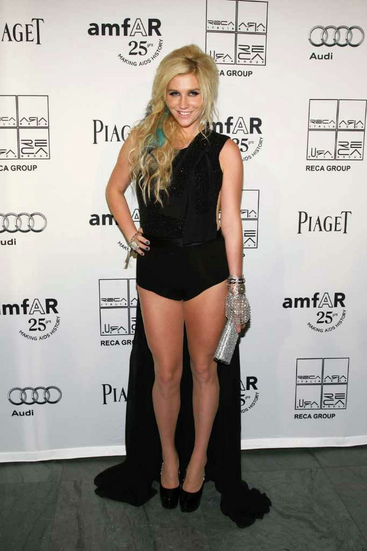 Before we continue with the (mostly) male models on the runway, let's check out some arrivals, starting with singer Ke$ha.