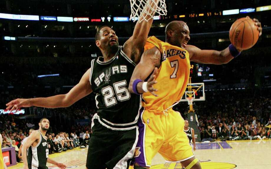 Los Angeles Lakers Lamar Odom beats San Antonio Spurs Robert Horry for a reboudn during the second half of game 2 of the NBA Western Conference Finals at Staples Center on Friday, May 23, 2008. The Lakers won 101-71 to take a 1-0 series lead.  JERRY LARA/glara@express-news.net Photo: JERRY LARA, Express-News / glara@express-news.net