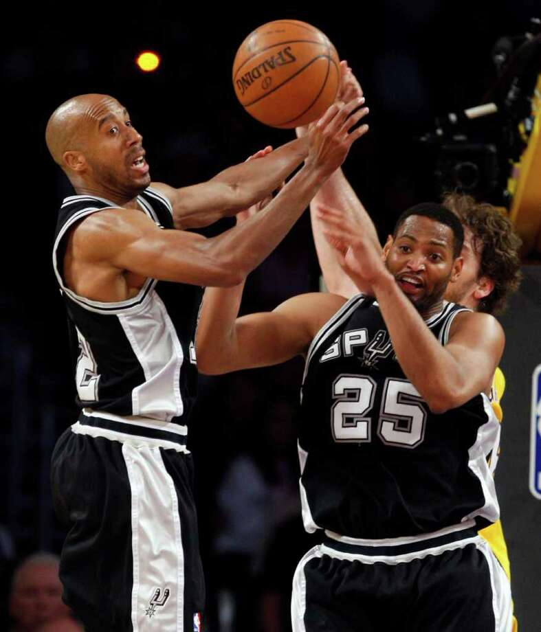 San Antonio Spurs Bruce Bowen and Robert Horry try to break up a pass from Los Angeles Lakers Pau Gasol to Kobe Bryant during the second half of game 2 of the NBA Western Conference Finals at Staples Center on Friday, May 23, 2008. The Lakers won 101-71 to take a 1-0 series lead.  JERRY LARA/glara@express-news.net Photo: JERRY LARA, Express-News / glara@express-news.net