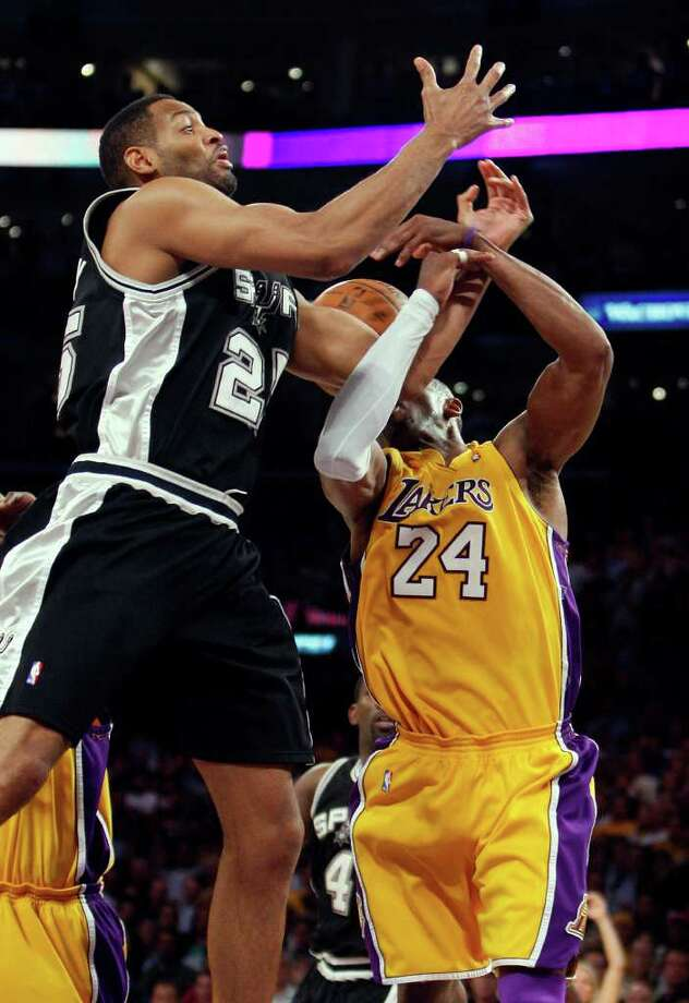 San Antonio Spurs Robert Horry misses a rebound under pressure from Los Angeles Lakers Kobe Bryant during the final seconds of  game 1 of the NBA Western Conference Finals at Staples Center on Wednesday, May 21, 2008. The Lakers won 89-85 to take a 1-0 series lead. JERRY LARA/glara@express-news.net Photo: JERRY LARA, Express-News / glara@express-news.net