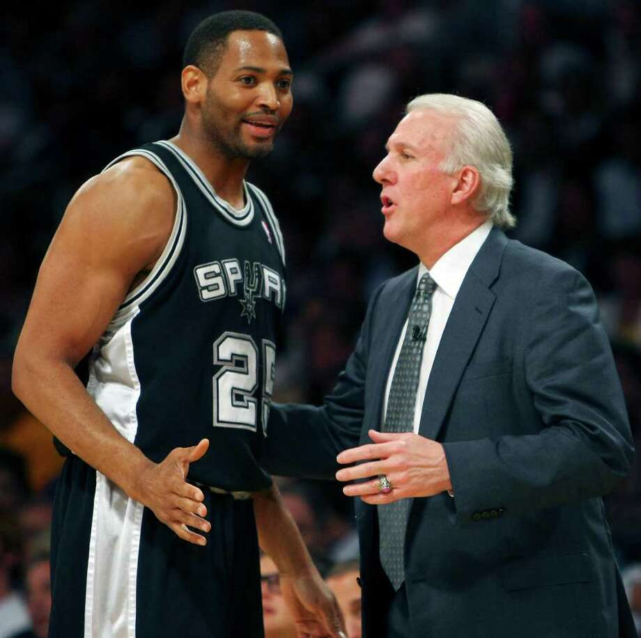 FOR SPORTS - Spurs' Robert Horry talks with coach Gregg Popovich against Lakers' during first half action of game 1 in the NBA Western Conference Finals Wednesday May 21, 2008 at the Staples Center in Los Angeles, CA. Photo: EDWARD A. ORNELAS, Express-News / eornelas@express-news.net