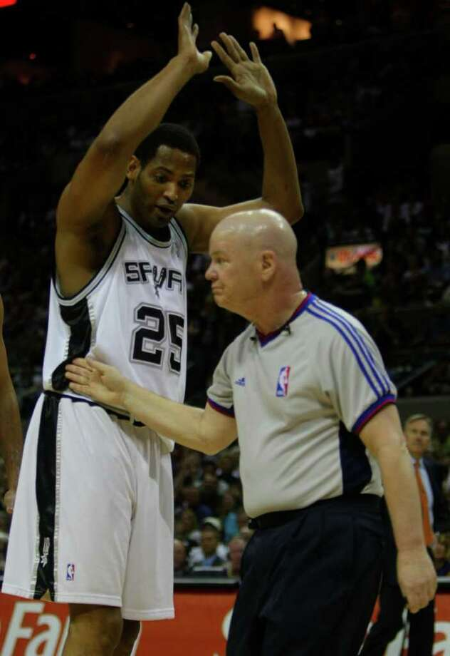 The Spurs' Robert Horry argues a foul call Tuesday night April 29, 2008 at the AT&T Center in San Antonio with referee Joey Crawford during the first half of game five of their best-of-seven first round play-off series against the phoenix Suns. The Spurs won 92-87 to close out the series 4-1 and advance to the conference semi finals against New Orleans. Photo: WILLIAM LUTHER, Express-News / SAN ANTONIO EXPRESS-NEWS