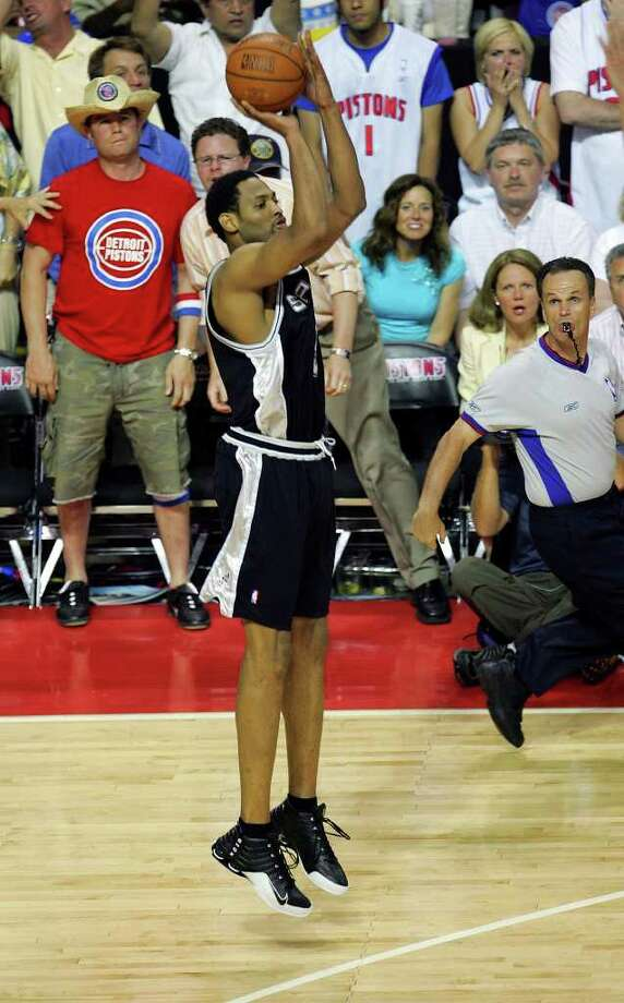 Spurs Robert Horry gets set to launch the game winning three point shot during overtime game five in the NBA Finals at The Palace of Auburn Hills on Sunday, June 19, 2005. ( JERRY LARA STAFF ) Photo: JERRY LARA, Express-News / SAN ANTONIO EXPRESS-NEWS