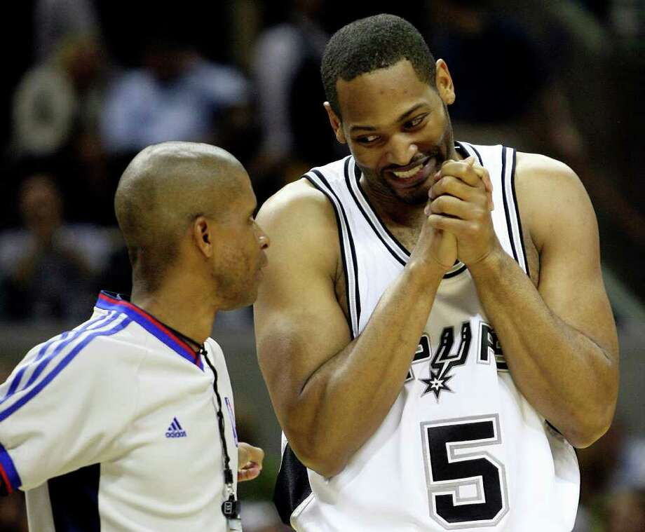 Spurs' Robert Horry pleads his case with referee Sean Corbin during first half action in the Western Conference Finals game two in San Antonio Tuesday  May 22, 2007.  (DELCIA LOPEZ/STAFF) Photo: DELCIA LOPEZ, Express-News / SAN ANTONIO EXPRESS-NEWS