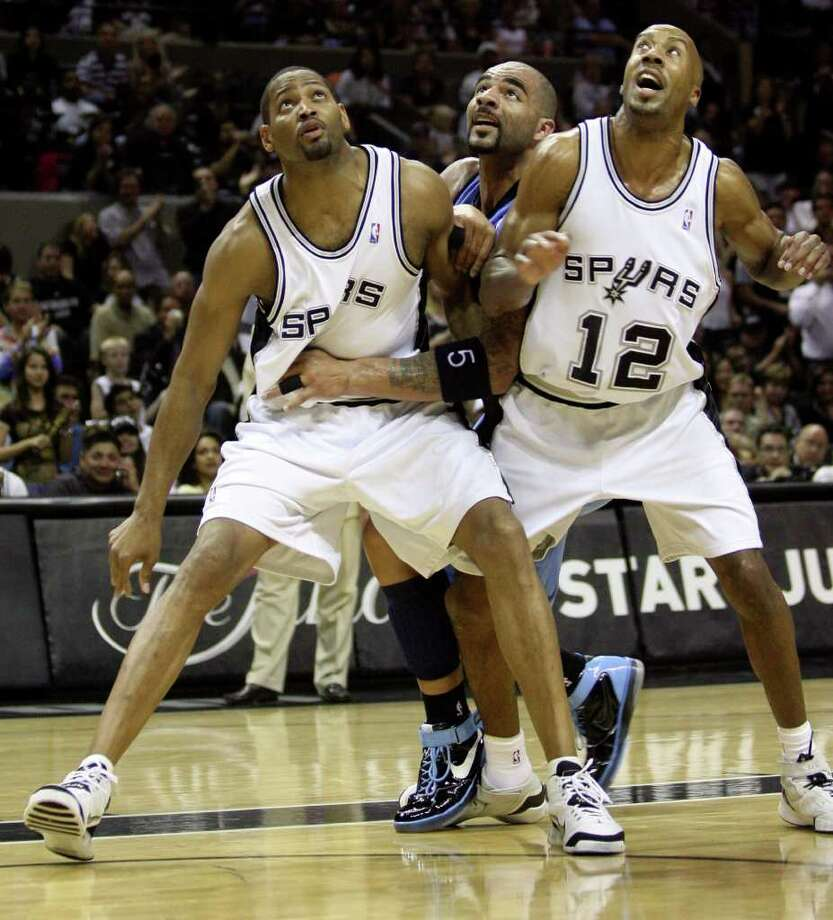 Spurs Robert Horry and Bruce Bowen (12) block out  Jazz forward Carlos Boozer (5)  during first half action in the Western Conference Finals game one in San Antonio May 20, 2007.  (DELCIA LOPEZ/STAFF) Photo: DELCIA LOPEZ, Express-News / SAN ANTONIO EXPRESS-NEWS