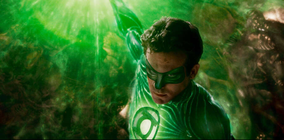 Ryan Reynolds Is A Test Pilot Who Anointed As The Green Lantern Warner Bros