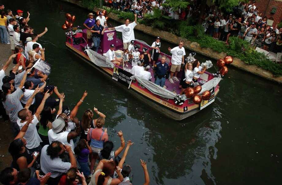 "Danny Ferry and Steve Kerr ride on a float during the river parade to celebrate the Spurs NBA Championship victory against Wednesday June 18, 2003. NICOLE FRUGE/SAN ANTONIO EXPRESS-NEWS  PLEASE PUT AN ACCENT ON THE ""E"" IN FRUGE. THANKS, NICOLE Photo: Nicole Fruge, San Antonio Express-News / San Antonio Express-News"