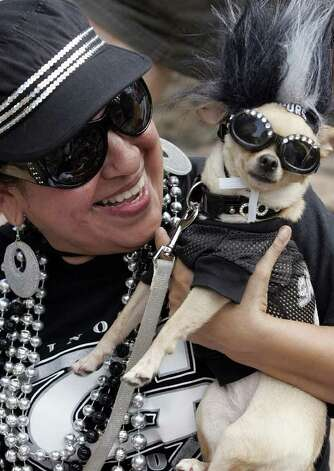 (For 210SA) Thelma Rodriguez and her dog, Coco, celebrate during the Spurs victory parade in San Antonio, Texas on Sunday, June 17, 2007. (ALICIA WAGNER CALZADA/ SPECIAL TO 210SA) Photo: ALICIA WAGNER CALZADA, SPECIAL TO THE EXPRESS-NEWS / Alicia Wagner Calzada