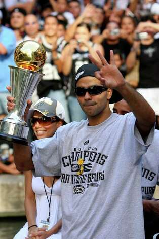 FOR METRO - Spurs' guard Tony Parker, of France, (09) holds the MVP thorphy as he flashes three fingers while his fiancee Eva Longoria takes in the sites during the victory parade Sunday June 17, 2007, at the River Center Lagoon (EDWARD A. ORNELAS/STAFF) Photo: EDWARD A. ORNELAS, SAN ANTONIO EXPRESS-NEWS / SAN ANTONIO EXPRESS-NEWS