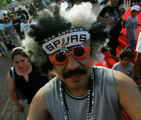 Carlos Lama waits to enter the Alamodome during the San Antonio Spurs celebration of their fourth NBA Championship title on Sunday, June, 17, 2007.  ( JERRY LARA STAFF ) Photo: JERRY LARA, SAN ANTONIO EXPRESS-NEWS / SAN ANTONIO EXPRESS-NEWS