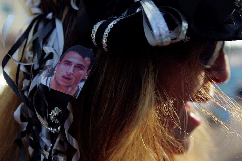 Diane Romero sports a picture of Manu Ginobili during the San Antonio Spurs celebration of their fourth NBA Championship title on Sunday, June, 17, 2007.  She was outside the Alamodome. ( JERRY LARA STAFF ) Photo: JERRY LARA, SAN ANTONIO EXPRESS-NEWS / SAN ANTONIO EXPRESS-NEWS