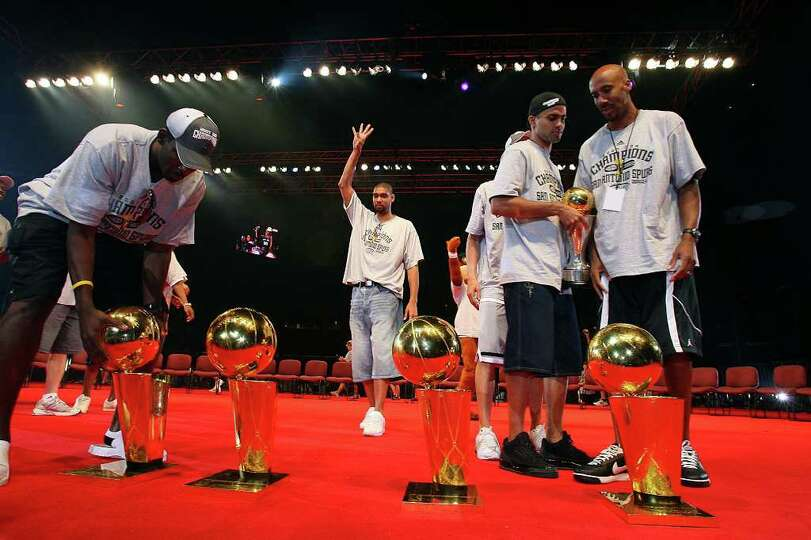 San Antonio Spurs Tim Duncan, center, celebrates along with teammates, Michael Finley, left, Tony Pa