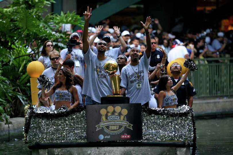 FOR METRO - Spurs' forward Tim Duncan (21) and forward Bruce Bowen (12) take part in the victory par