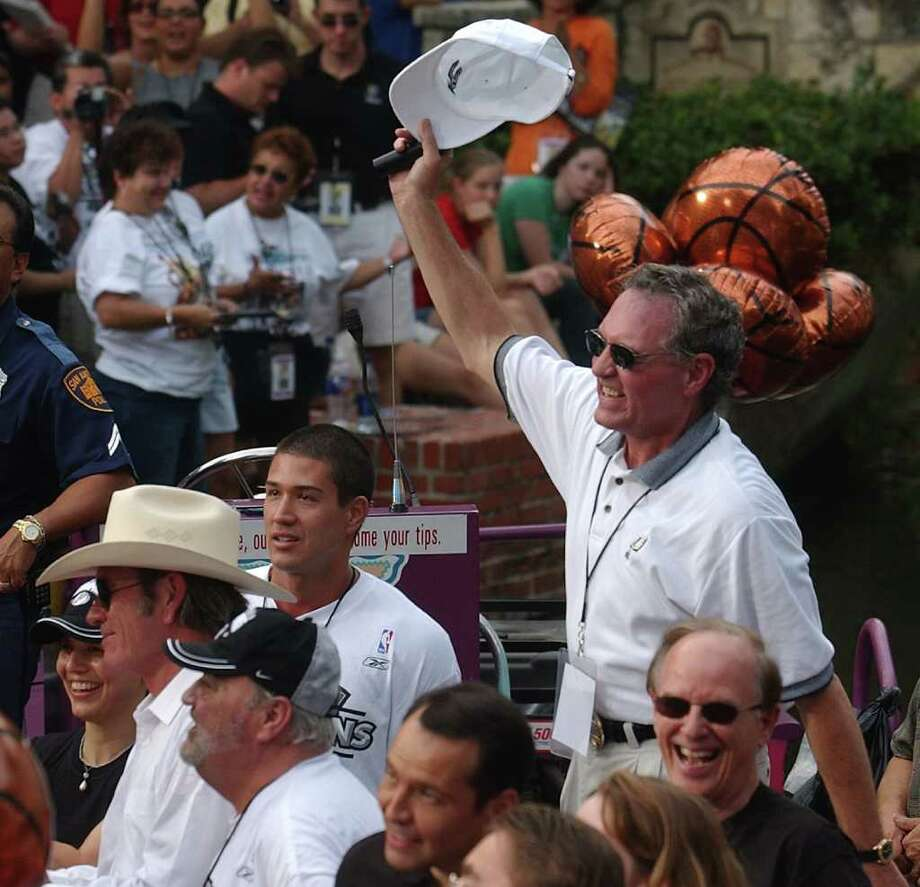 METRO   ---   The Spurs' Peter Holt acknowledges the crowd Wednesday evening June 18, 2003 in the Arneson River Theater during the SBC 2003 Spurs Championship Celebration river parade. (WILLIAM LUTHER/STAFF) Photo: WILLIAM LUTHER, SAN ANTONIO EXPRESS-NEWS / SAN ANTONIO EXPRESS-NEWS