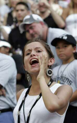 (For 210SA) Spurs victory parade in San Antonio, Texas on Sunday, June 17, 2007. (ALICIA WAGNER CALZADA/ SPECIAL TO 210SA) Photo: ALICIA WAGNER CALZADA, SPECIAL TO THE EXPRESS-NEWS / Alicia Wagner Calzada