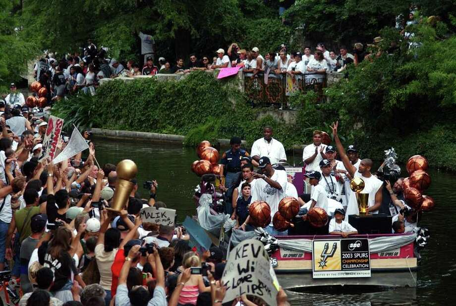 METRO - Spurs superstars David Robinson and Tim Duncan acknowledges the crowd from their barge as they take part in the Spurs Championship parade Wednesday, June 18, 2003. BAHRAM MARK SOBHANI/STAFF Photo: BAHRAM MARK SOBHANI, SAN ANTONIO EXPRESS-NEWS / SAN ANTONIO EXPRESS-NEWS