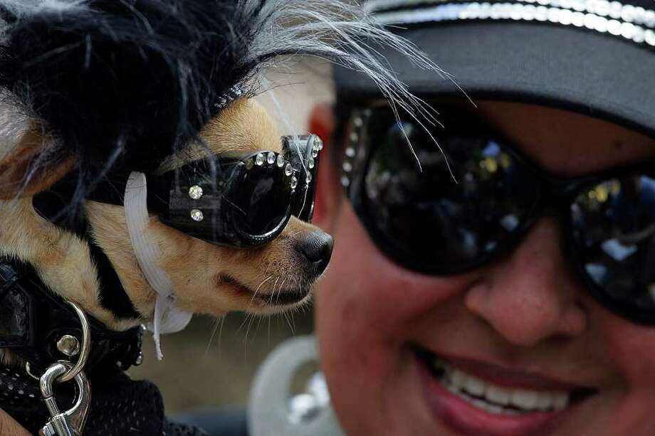 "Thelma Rodriguez and ""Coco"" dress for the San Antonio Spurs parade down the Riverwalk at the Arneson Theater in celebration of their fourth NBA Championship title on Sunday, June, 17, 2007.  ( JERRY LARA STAFF ) Photo: JERRY LARA, SAN ANTONIO EXPRESS-NEWS / SAN ANTONIO EXPRESS-NEWS"